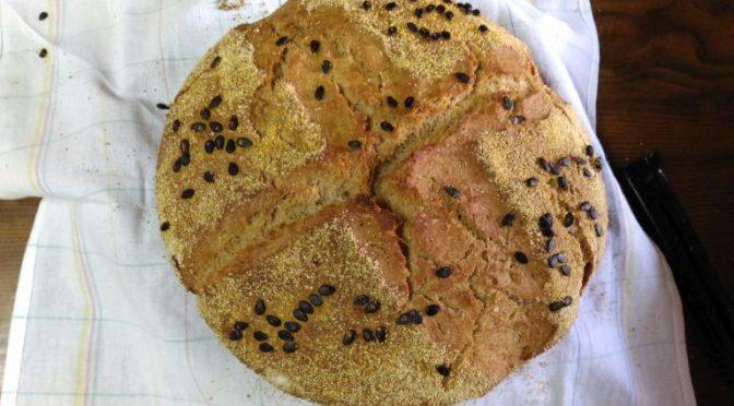 Pâine Neagră Cu Tărâțe, Suc De Pepene Și Semințe De Pepene